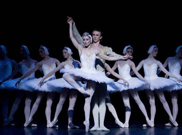 swan-lake-at-the-coliseum---london-1343916817-view-0