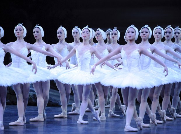 swan-lake-at-the-coliseum---london-1343916887-view-0