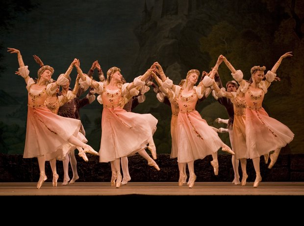 swan-lake-performed-by-the-mariinsky-opera-and-ballet--1343923455-view-0