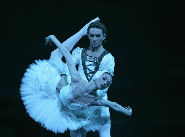 the-bolshoi-ballet---swan-lake-1343920089-view-0